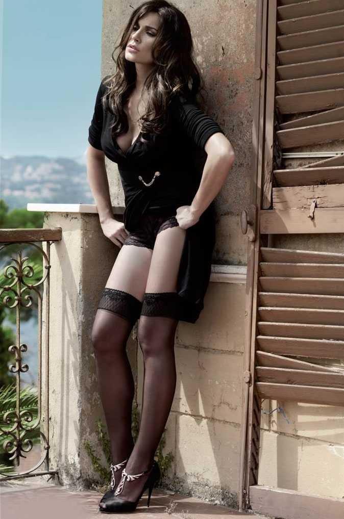 Alena Seredova Calendario.Alena Seredova Torna Con Un Sexy Calendario Gossip Sport